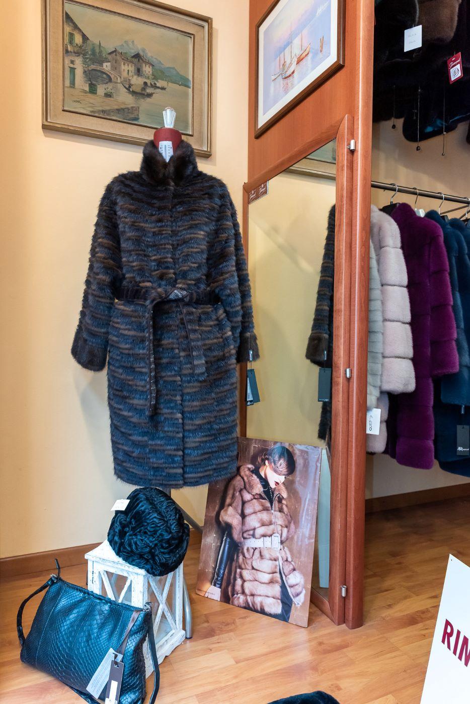 Interpel - Dettaglio Prodotti Negozio - Pellicce, Borse di Pelle e Copricapo di pelliccia