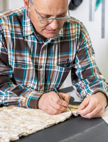 Interpel - Donato mentre lavora pellicce